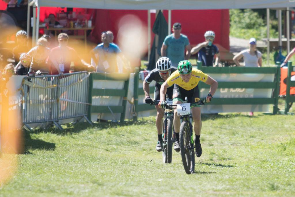 Petter Fagerhaug avgjorde på oppløpet mot Matthias Wengelin under fjorårets XCO på Langsetløkka. Foto: Bengt Ove Sannes
